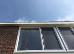 Rooktest in Leeuwarden naar aanleiding van tochtklachten bij nieuwe kozijnen